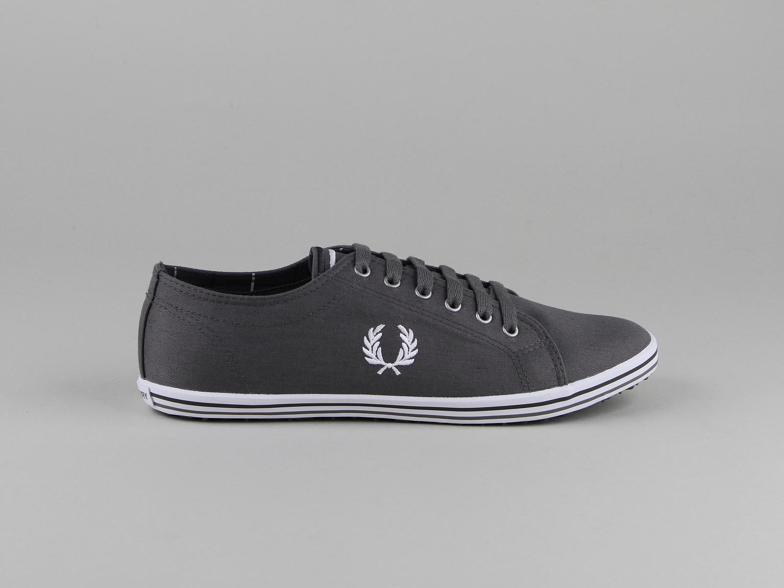 d0f83014e6a chaussure toile fred perry